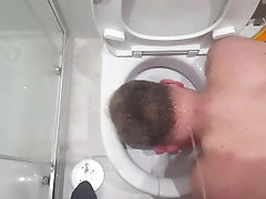 Portugese twink pissing on my head while down the toliet